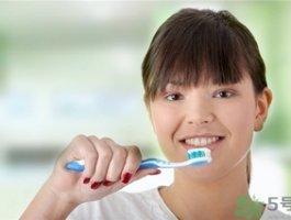 洗牙能让牙齿变白吗?洗牙对牙齿有伤害吗?