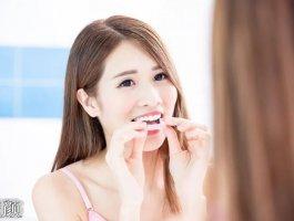 齿科医生讲解佩戴隐适美的注意事项