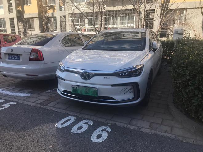 北汽新能源EU5 Ta是小区最靓的仔 阳台岭看车之新能源车 SUV评测 第12张