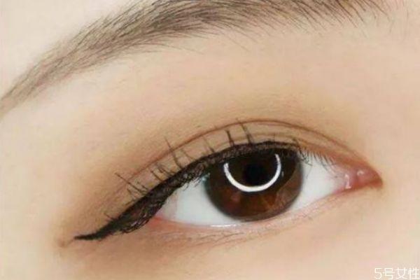洗眼线睫毛变白怎么办 洗眼线的危害 洗眼线睫毛变白怎么办 洗眼线的危害 知识库 第1张