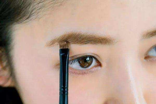 眉毛有痣能纹眉吗 哪些人不能纹眉 眉毛有痣能纹眉吗 哪些人不能纹眉 知识库 第2张